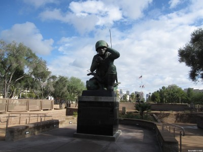 Мемориал в честь индейцев навахо – участников Второй мировой войны