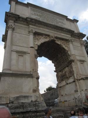 Триумфальная арка Тита на римском Форуме