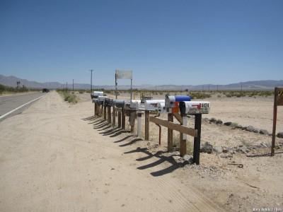 Почтовые ящики посреди пустыни