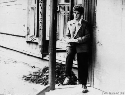 Я сижу на крылечке яслей. 1953 год.