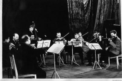 Любительский симфонический ансамбль при сельмашзаводе во Фрунзе. Декабрь 1961 года. Крайний слева - папа, крайний справа - я.