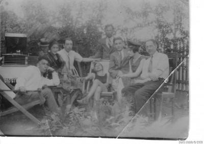 Харбин, на даче, 1932 год. Дядя Моня третий справа