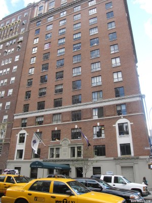 Здание общежития Нью-Йоркского университета для первокурсников