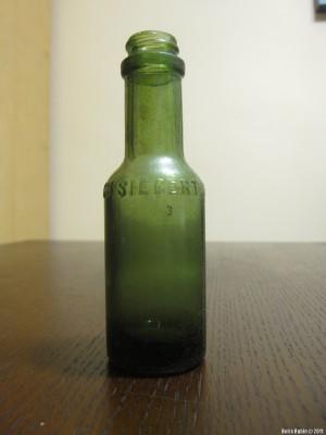 Бутылочка для горечи, изобретенной доктором Зигертом.
