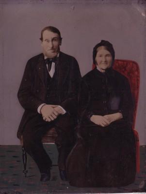 Пожилая семейная пара