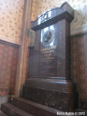 Монумент, на месте заохоронения Карла Линнея