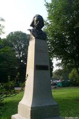 Бюст Грига в бруклинском Проспект-парке