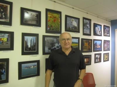 Леонид Пальма со своими уличными фотографиями