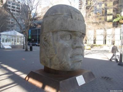 Ольмекская каменная голова