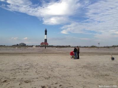 Вил с берега оекана на маяк