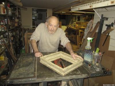 Леонид Хатемлянский в своей мастерской