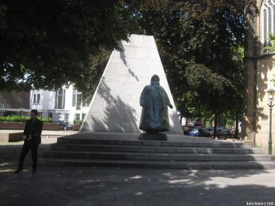 Памятник королеве Вильгельмине