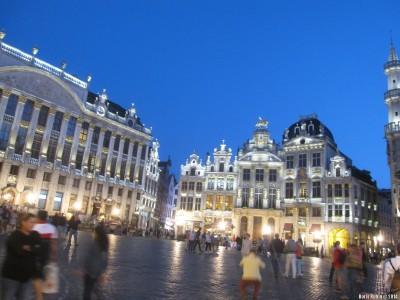 Вид Гран Пляс в Брюсселе вечером