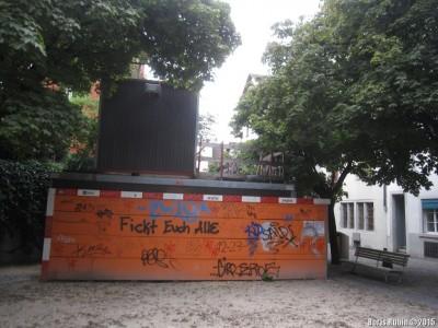 Стенка с граффити в Цюрихе