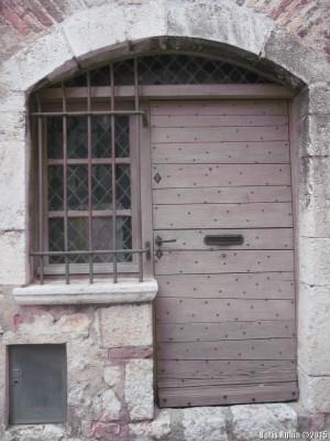 Дверь и окошко