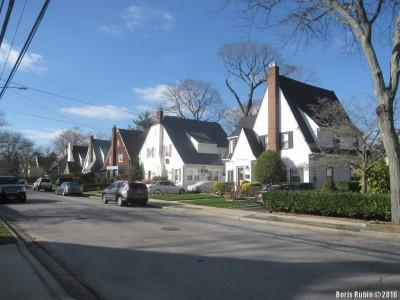 Шеренга домов на Moffitt Avenue