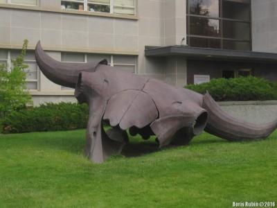 Скульптура Herd Bull