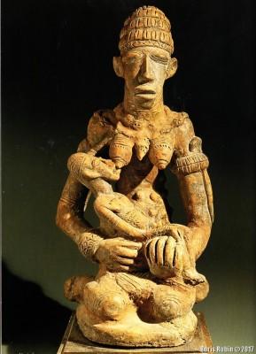 Сидящая женщина с ребенком, терракота, Мали, XII - XVI век