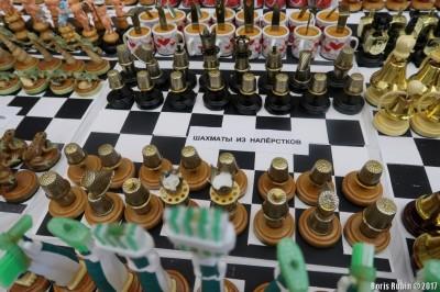 Набор шахмат из наперстков. М.Соловьев