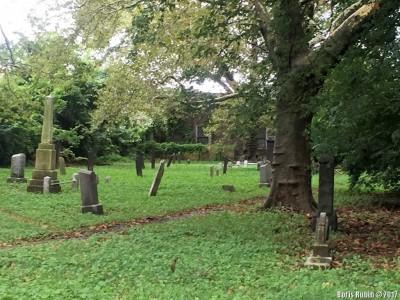 Часть кладбища