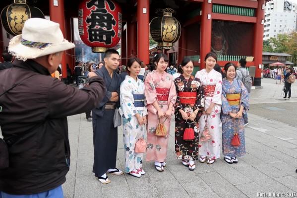 """""""Японские девушки и юноша в национальных одеждах"""