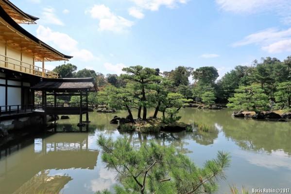 Островки на озере вокруг Золотого храма