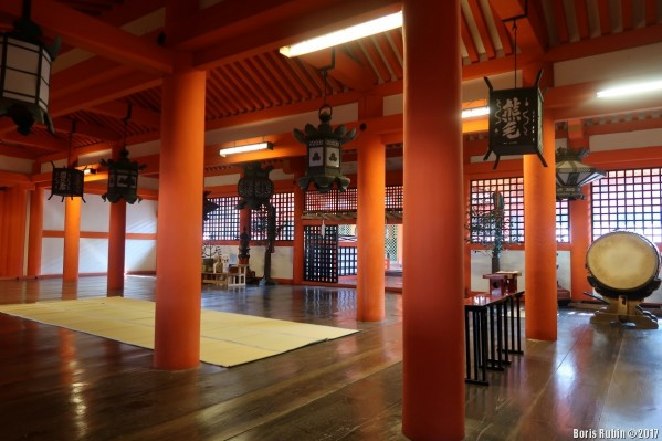 Интерьер храма Ицукусима