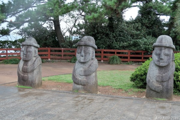 Каменные деды-харыбаны