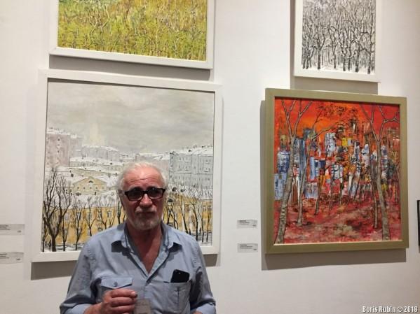 Александр Риз у своих картин
