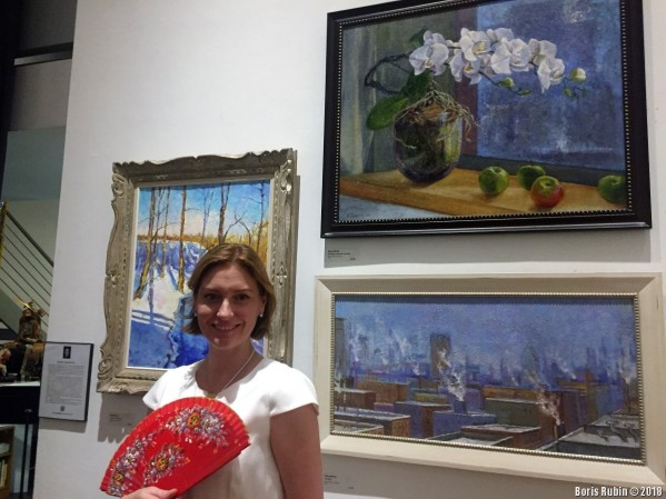Елена Иосилевич у своих полотен