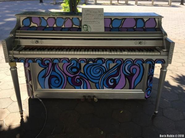 Пианино, расписанное Дианой Яворовской