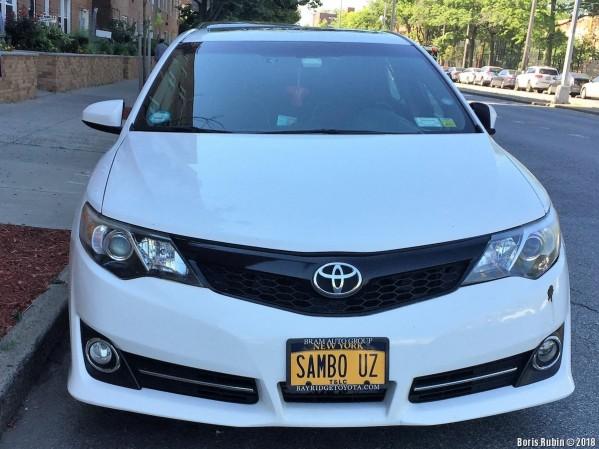 """Машина с номерным знаком """"SAMBO UZ"""""""