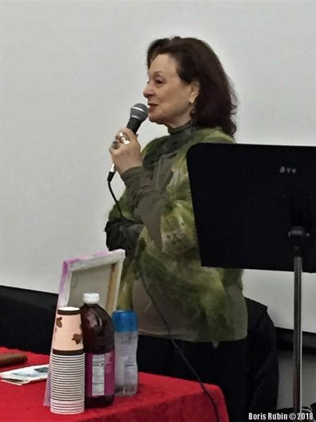 Ася Оранская читает свои стихи