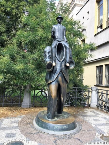 Памятник Ф.Кафке в Праге