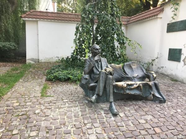Памятник Яну Карскому в Казимеже