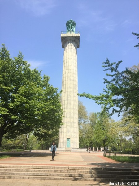 Монумент в память о погибших американцах в британских плавучих тюрьмах