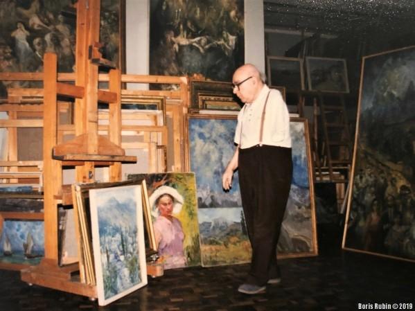 Е. Симкин в своей мастерской. Фото из семейного альбома.