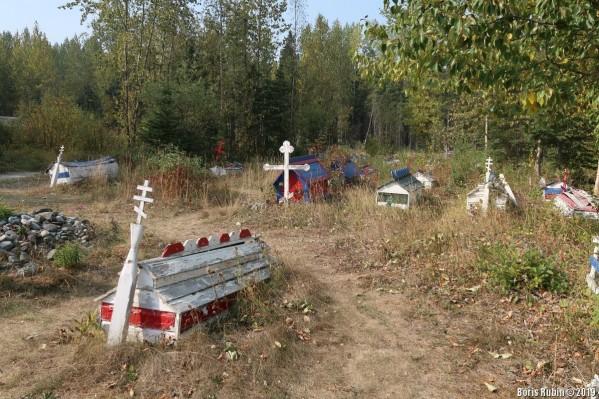 Уголок кладбища при церкви Св.Николая