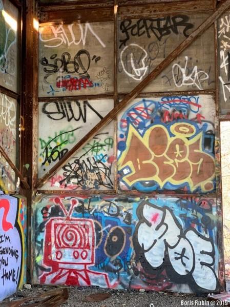 "Одна из стен ""галереи"""