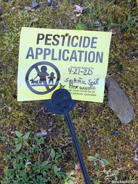 Табличка с указанием даты обработки участка пестицидами