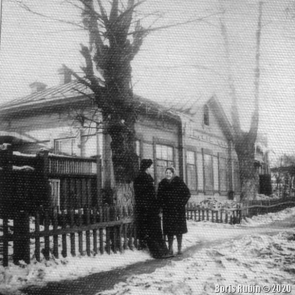 Улица в Новосибирске ранней весной