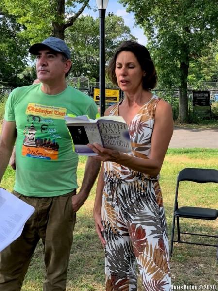 Женя Груз читает свои стихи