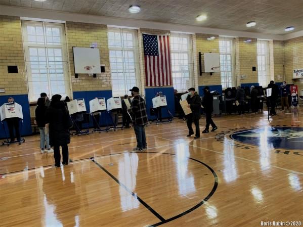 На избирательном участке в школе. Шипсхэд Бей, Бруклин