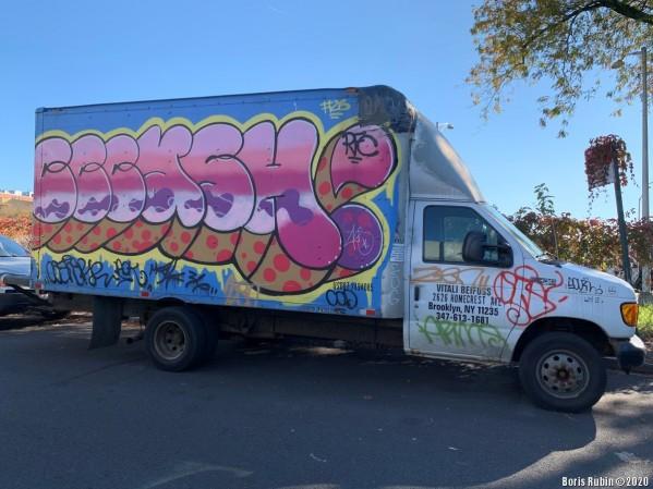 Бабл-граффити на автофургоне