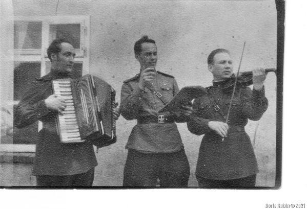 Сольный номер – справа налево Л.Рубин, Б.Морской, Л. Злочевский