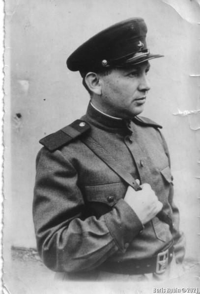 Леонид Рубин за 4 месяца до демобилизации. Германия  17 июня 1945 года