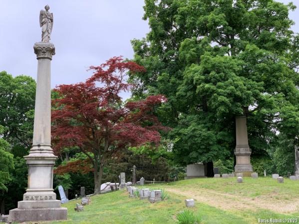 Памятник на могиле семьи Тэйлоров