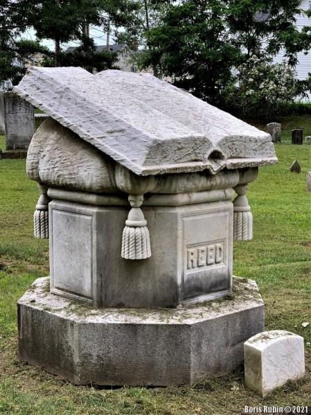 Памятник на могиле семьи Ридов